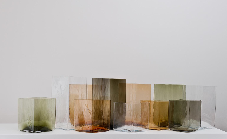 Szklane wazony według braci Bouroullec