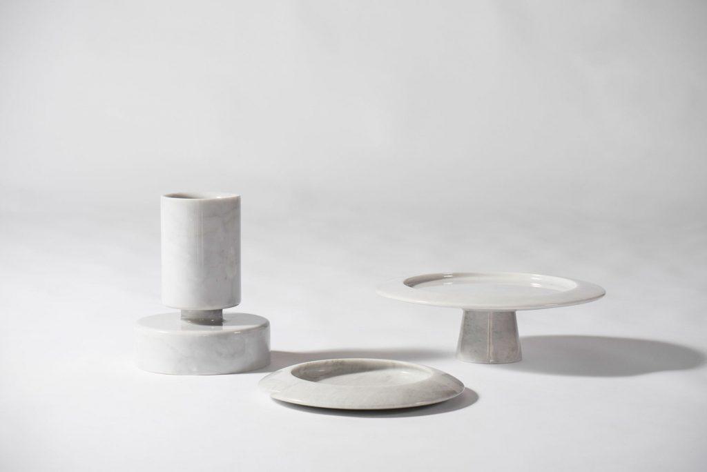 Obiekty z białego marmuru, projekt: Angelo Mangiarotti