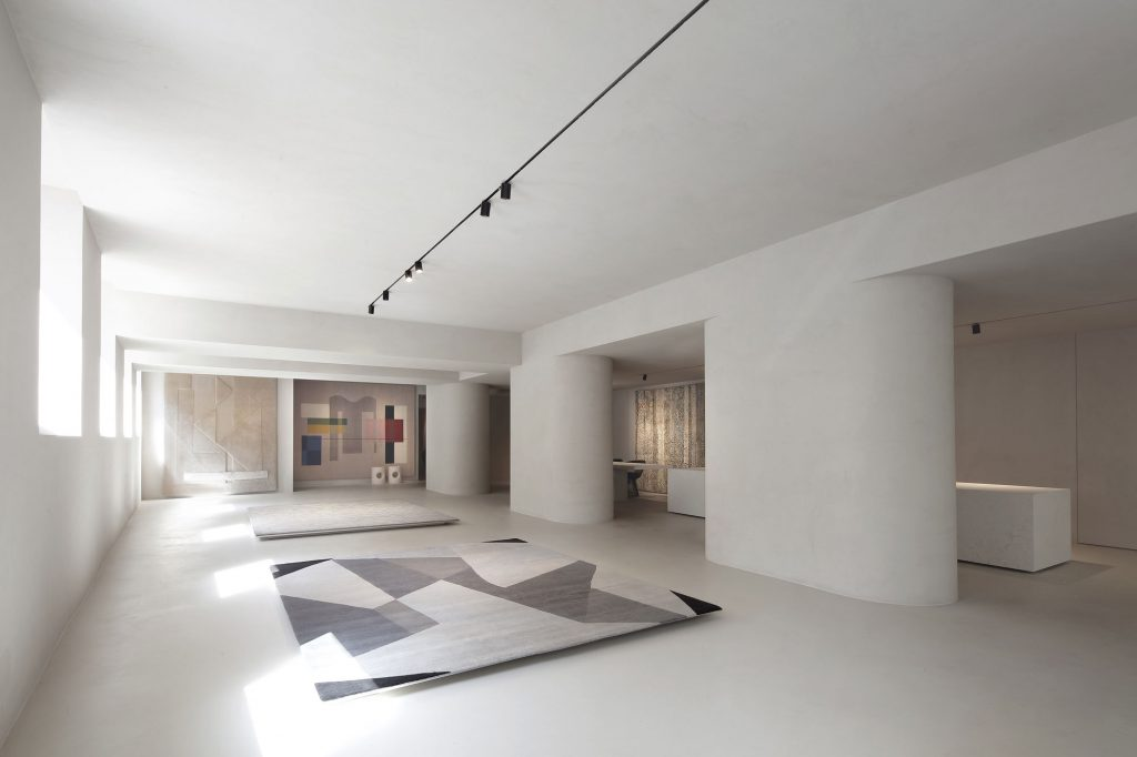 Elisa Ossino Studio - Amini Showroom 01
