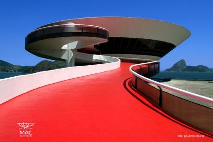 Louis Vuitton w budynku Oscara Niemeyera