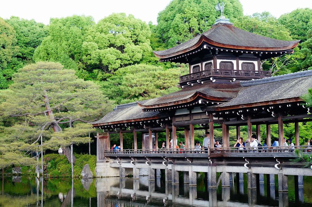 Most w ogrodzie świątyni Heian Jingu