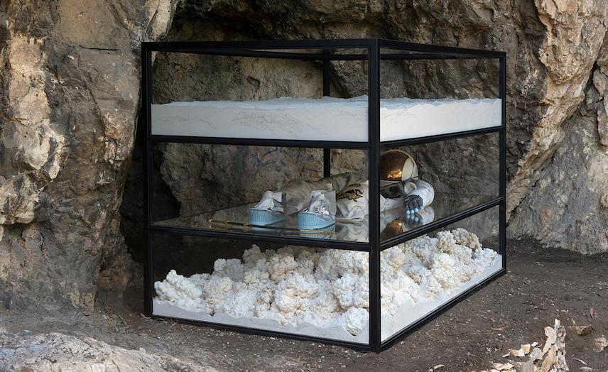 Instalacja Adriána Villar Rojas w ateńskim obserwatorium