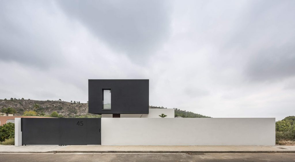 alberto-facundo-czarno-bialy-dom-catorce-01