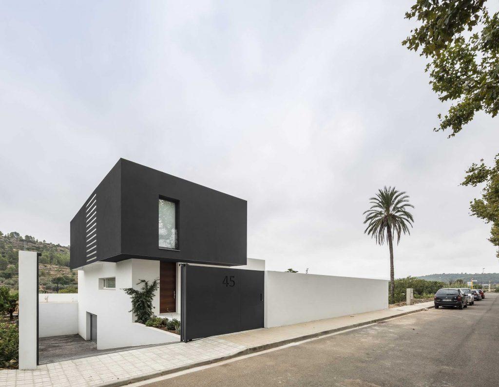 alberto-facundo-czarno-bialy-dom-catorce-02