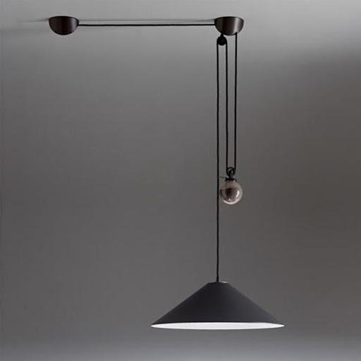 Lampa firmy Artemide, projekt Enzo Mari