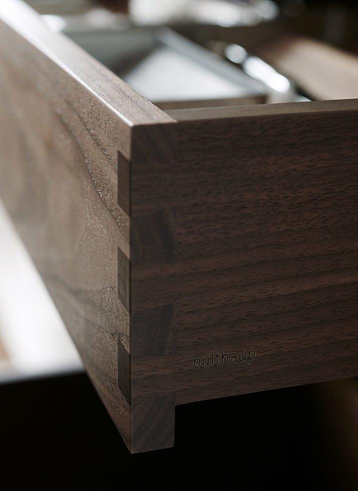 kuchnia_bulthaup-b3-boki drewnianych szuflad składane na jaskółkę