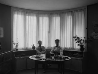 biały dom le corbusier 03(Charles-Edouard et Albert Jeanneret dans la chambre ˆ coucher dans la rotonde) 1912-17