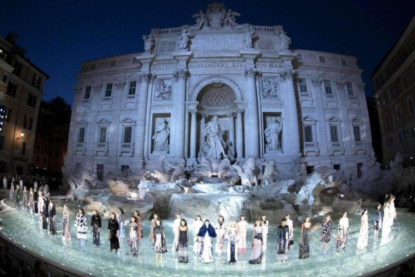 fendi-pokaz fontanna di trevi rzym