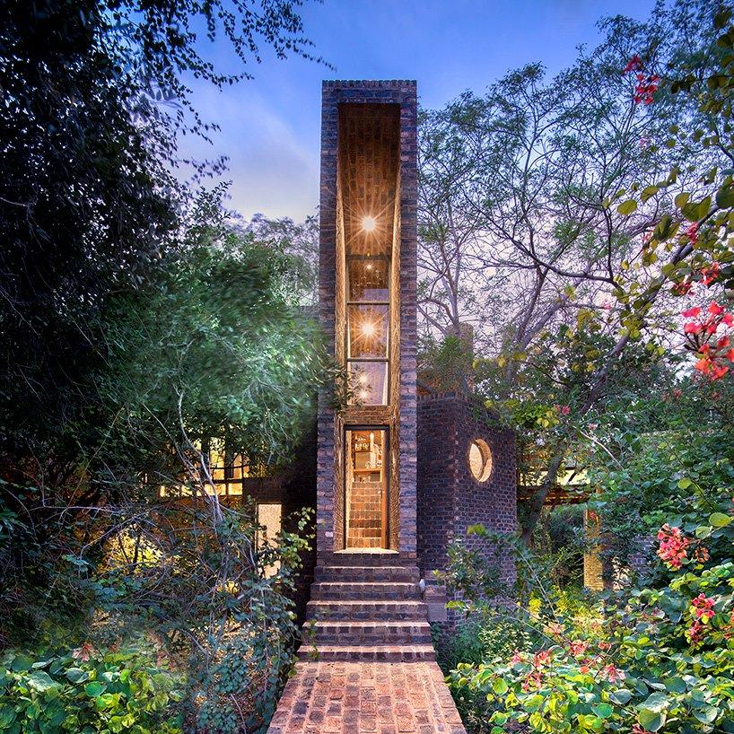 frankie-pappas-house-of-the-big-archdom z cegły 10