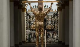 Wystawa Knight of Despair/Warrior of Beauty Jana Fabre w Muzeum Ermitraż w St.Petersburgu