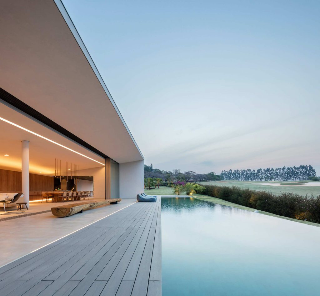 jy-house-studio-arthur-casas-z polem golfowym 05