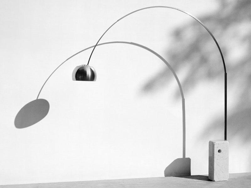 Lampa Arco marki Flos, projekt: Achille Castiglioni