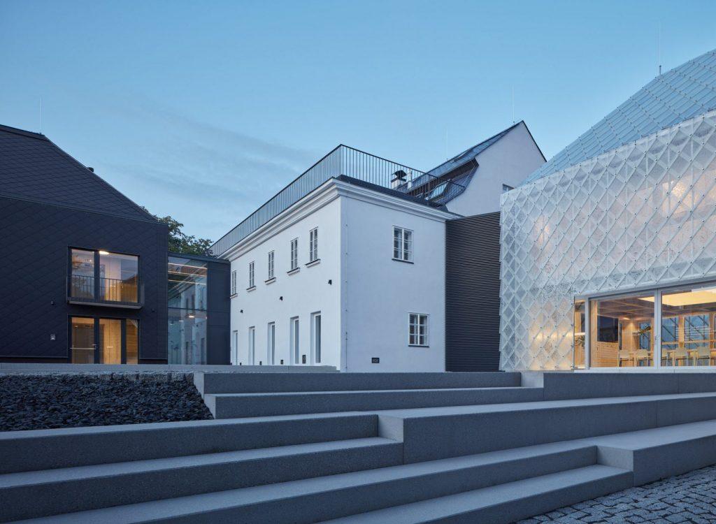 lasvit-headquarters-novy-bor-ov-a-architekti-studio_ szklany dom 04