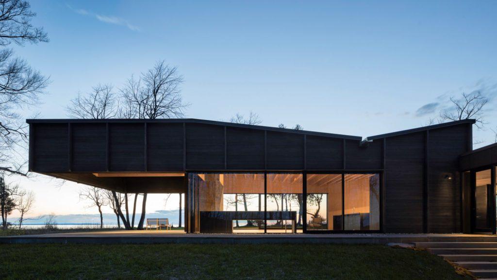 Desai Chia dom nad jeziorem02