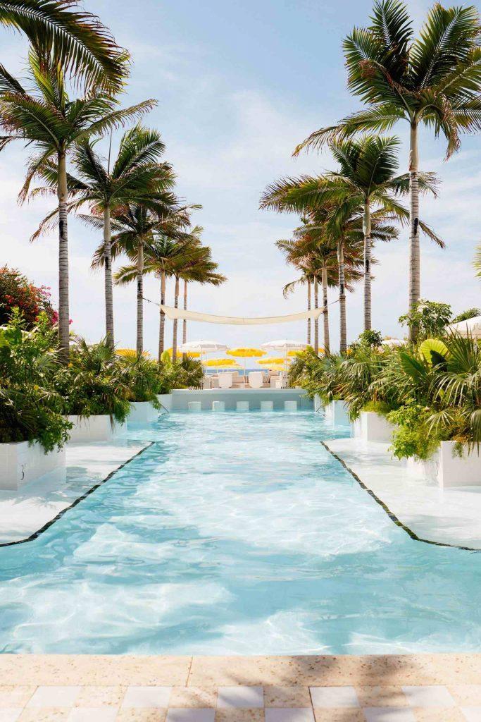 palm-heights-grand-cayman-beach-hotel-gabriella-khalil styl karaibskiej rezydencji z lat 70. 09