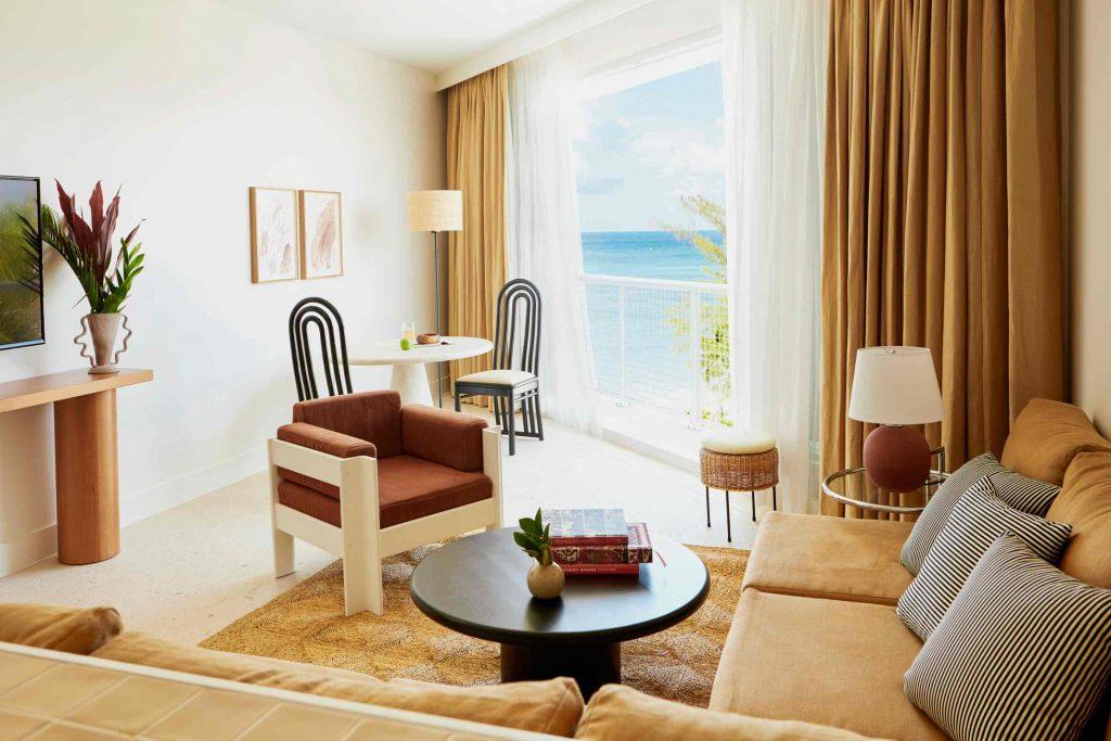 palm-heights-grand-cayman-beach-hotel-gabriella-khalil styl karaibskiej rezydencji z lat 70. 16