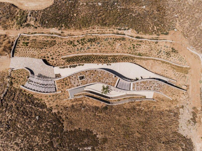 sinas-architects-kamienny dom letni na wyspie serifos 01