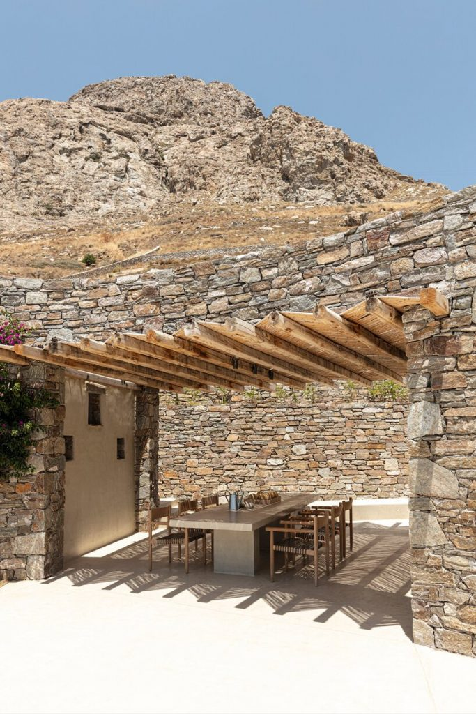 sinas-architects-kamienny dom letni na wyspie serifos 06