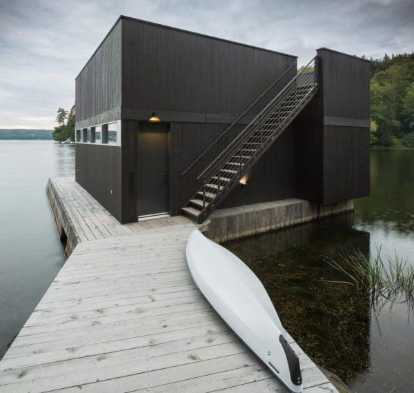 Dom nad jeziorem   idylla w otoczeniu przyrody