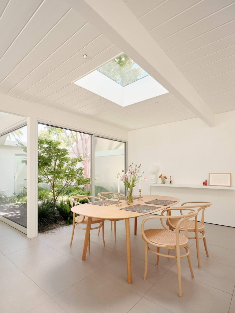 twin-gable-house-eichler-model-ryan-leidner-amerykański modernizm 06