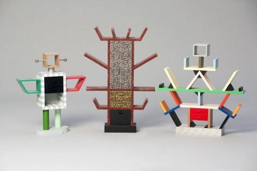 Od prawej: Parawan Carlton, szafa Casablanca, projekt: Ettore Sottsass