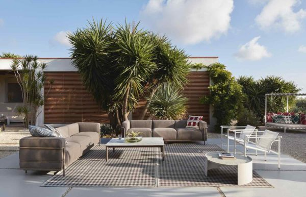 09.-Cassina-LC-Collection-Outdoor_Le-Corbusier_Pierre-Jeanneret_Charlotte-Perriand_ph∏DePasqualeMaffini