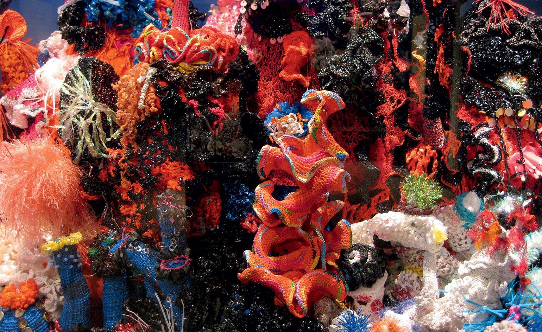 Szydełkowa rafa koralowa autorstwa sióstr Wertheim