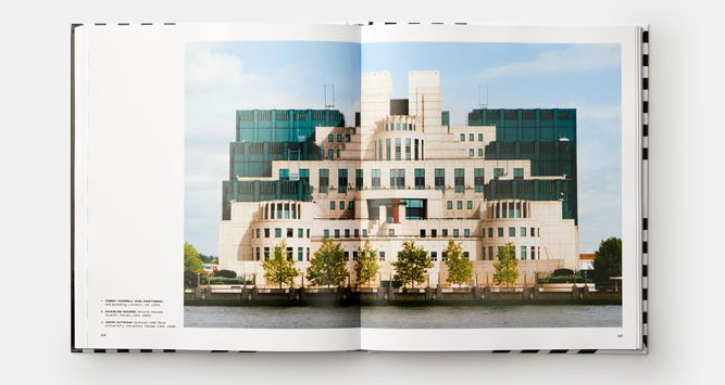 Postmodern Architecture- Less is a Bore, Owen Hopkins, Phaidon; Terry Farrell and Partners, SIS Building, London, Wielka Brytania, 1994 (str 124-125)