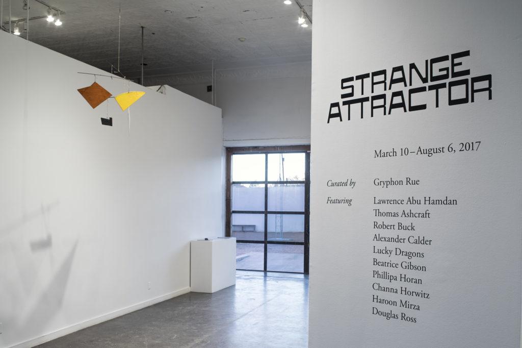 """Imponująca wystawa """"Strange Attractor"""" w Ballroom Marfa"""