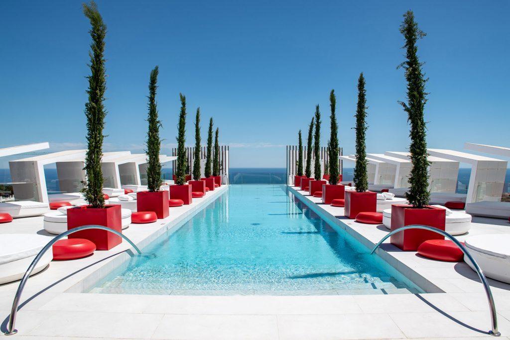 design-furniture-outdoor-daybeds-camasdedia-macetas-hotel-reserva-del-higueron-españa-vondom-1-1024x683