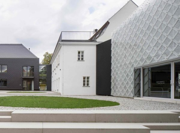 lasvit-headquarters-novy-bor-ov-a-architekti-studio_ szklany dom 05